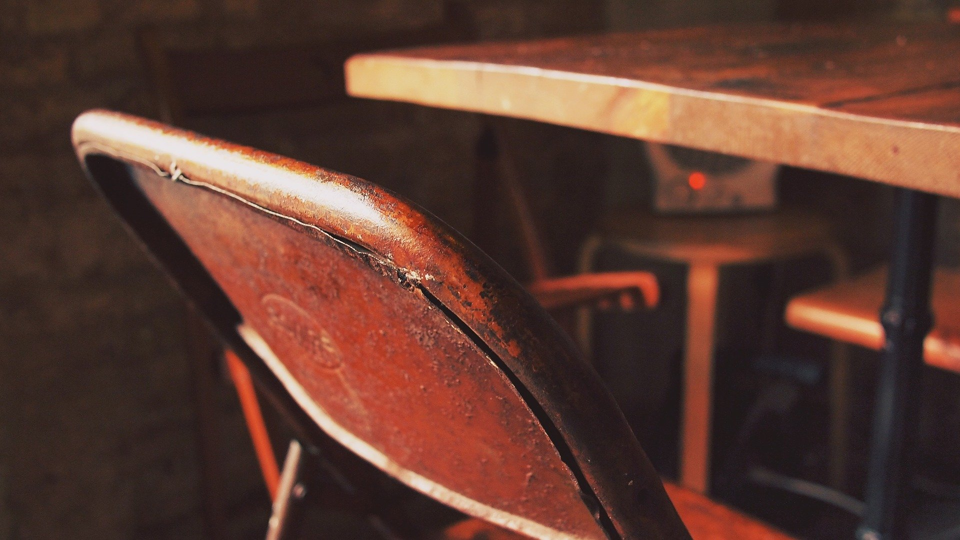 Starý stůl židle