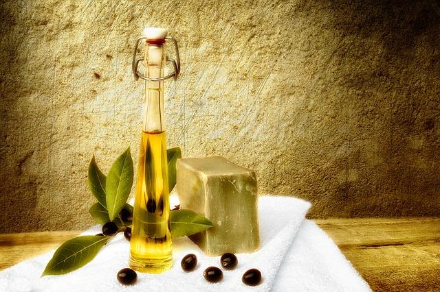 olivový olej v láhvi